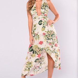 Dresses & Skirts - 💥BUNDLE & SAVE 5/$25💥 Floral maxi dress🌺